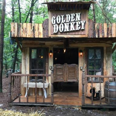 Bouw Saloonbar The Golden Donkey @Familiar Forest '17