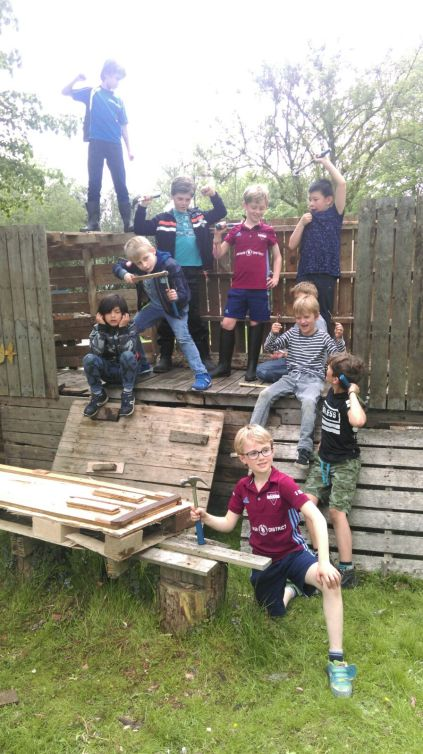 Hutten bouwen i.o.v. NOWHERE MAAKLAND